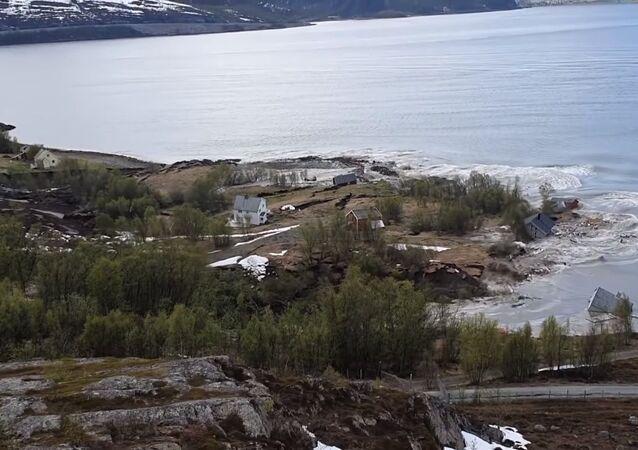 Un desprendimiento se lleva ocho casas al mar en Noruega