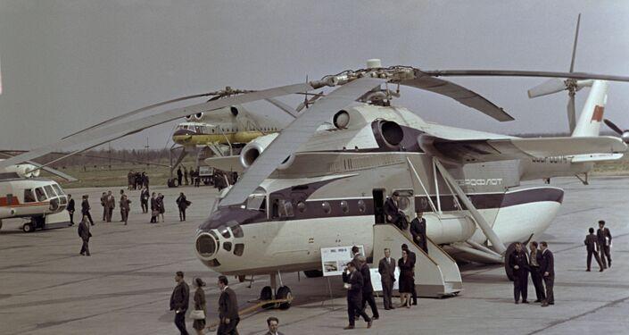 Un helicóptero Mi-6 presentado en la ciudad de Monino durante una exposición aeronáutica