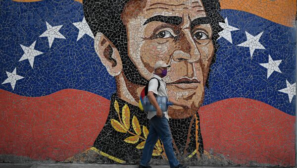 Una imagen de Simón Bolívar junto con la bandera venezolana - Sputnik Mundo
