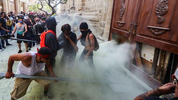 Protestas en Jalisco contra la violencia policial - Sputnik Mundo