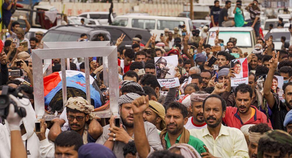 Multitudinario adiós al periodista Nabil Hassan al Quaety asesinado en Yemen