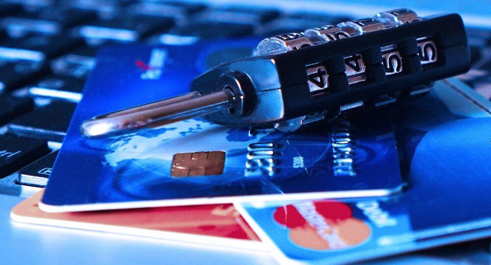 Tarjetas de crédito y un candado