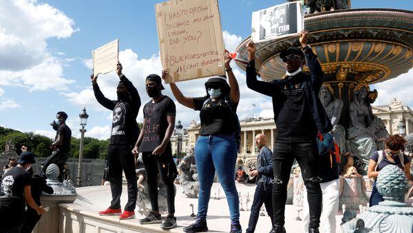Protestas en París contra el racismo y la violencia policial - Sputnik Mundo
