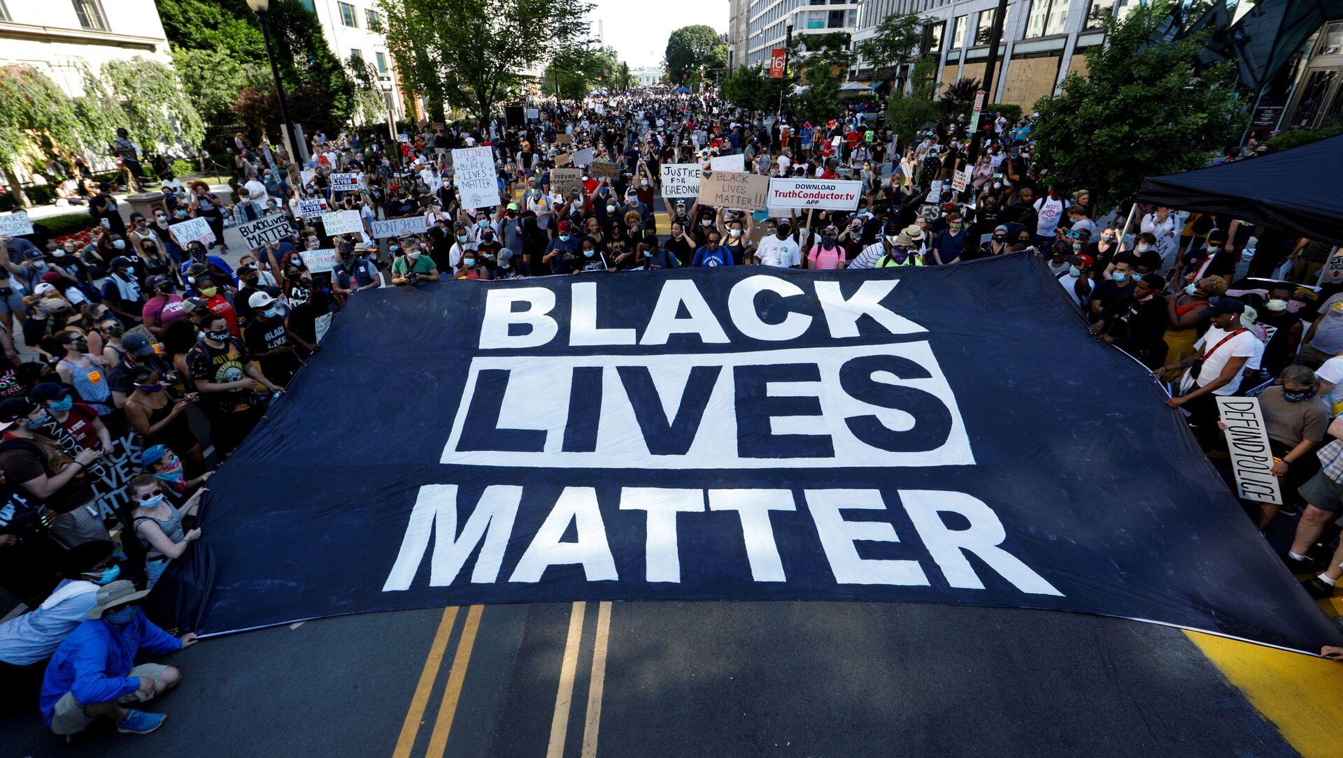 Marcha de protesta contra el racismo y la violencia policial en Washington, el 6 de junio de 2020 - Sputnik Mundo, 1920, 22.06.2020