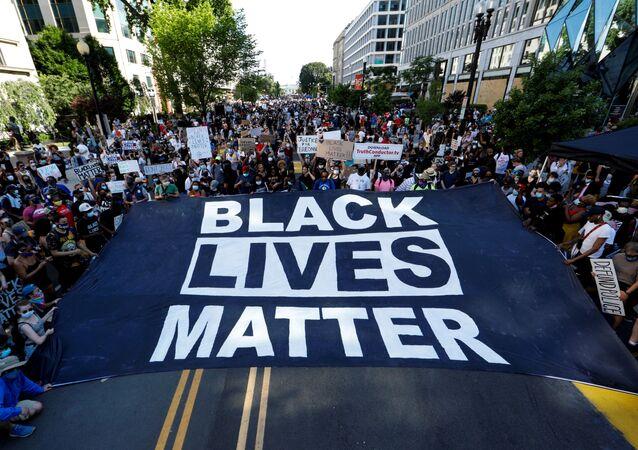 Marcha de protesta contra el racismo y la violencia policial en Washington, el 6 de junio de 2020