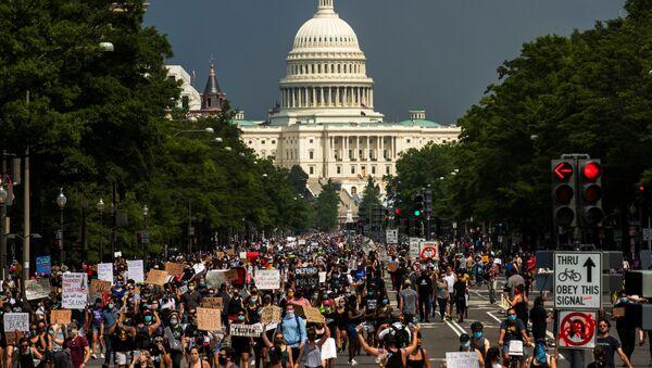 Las protestas contra la violencia policial en Washington, EEUU - Sputnik Mundo