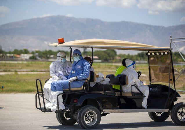 Médicos en Haití durante el brote de coronavirus