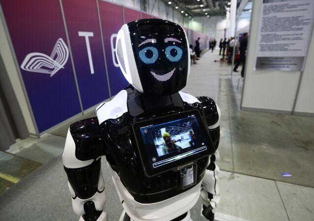 El robot ruso Promobot en el foro internacional Tehnoprom-2019