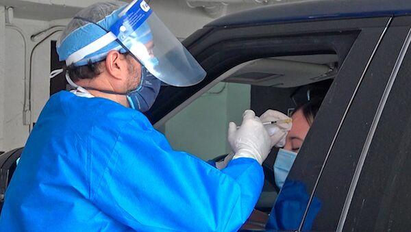 Dr. Miami reparte botox para llevar a los automovilistas - Sputnik Mundo