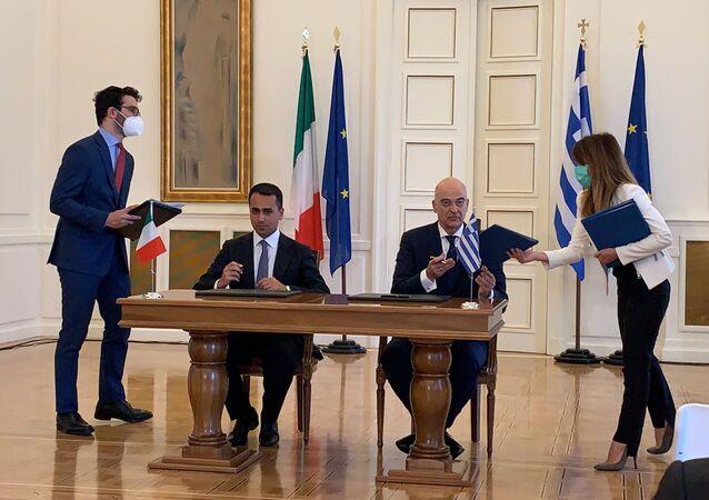 El canciller de Italia, Luigi Di Maio, y el canciller de Grecia, Nikos Dendias