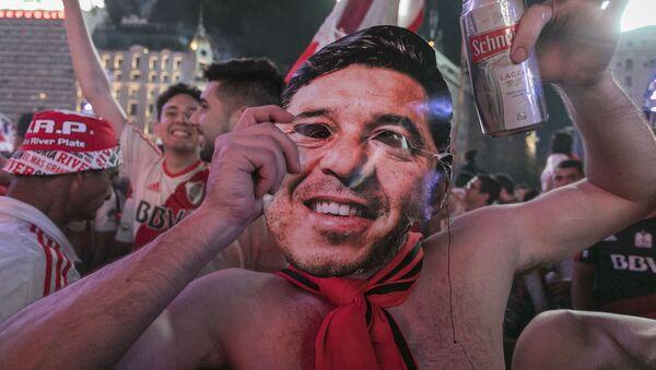 Seguidores del River Plate celebran su victoria contra Boca Juniors - Sputnik Mundo