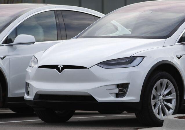 Un automóvil Tesla