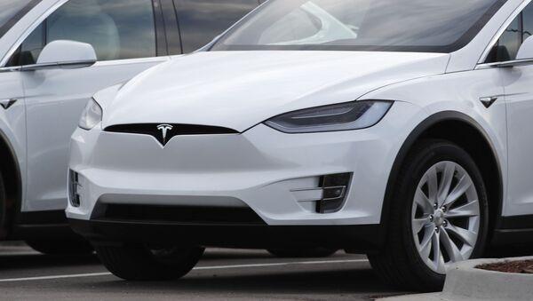 Un automóvil Tesla - Sputnik Mundo