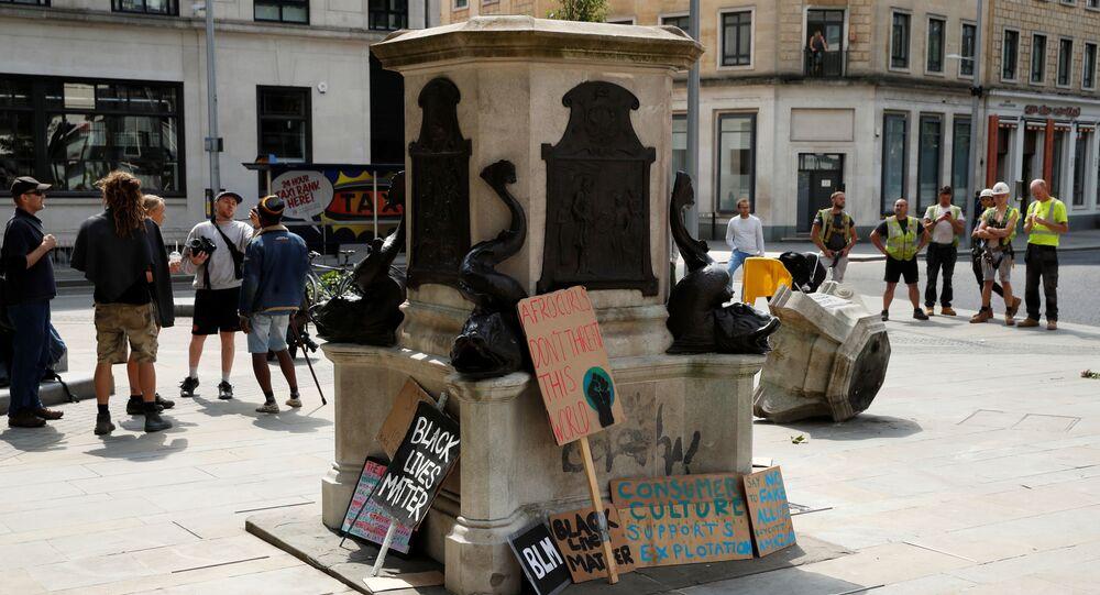 El derribo de la escultura del comerciante de esclavos Edward Colston en Bristol