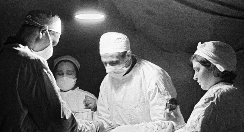 Médico soviéticos durante la Segunda Guerra Mundial (imagen referencial)