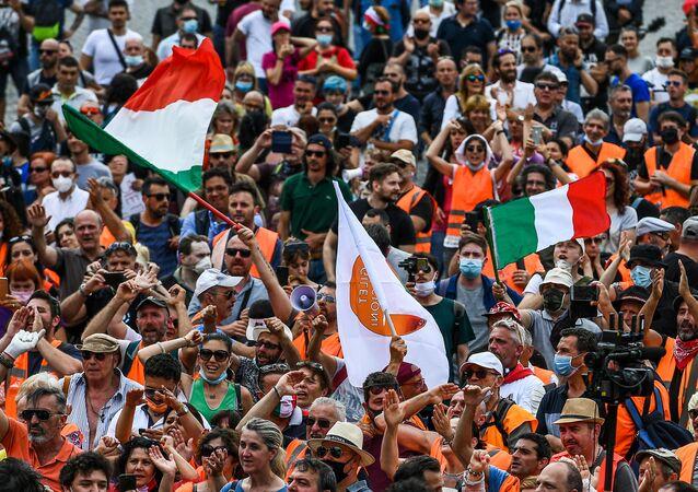 Protestas de chalecos naranjas en Italia