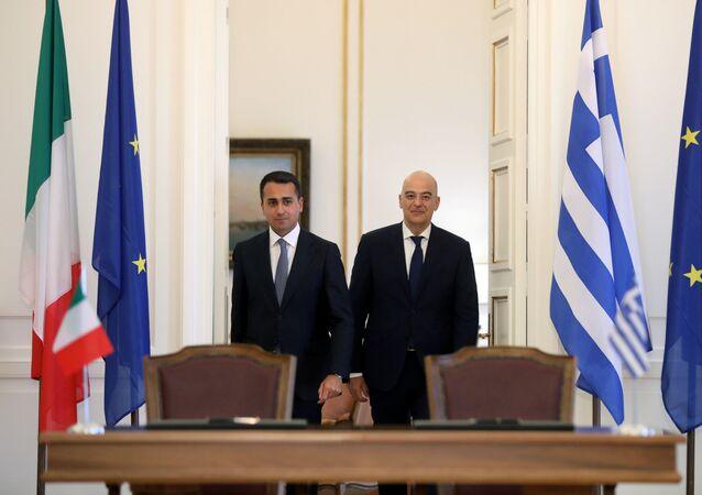 El canciller italiano, Luigi Di Maio, y su homólogo griego, Nikos Dendias