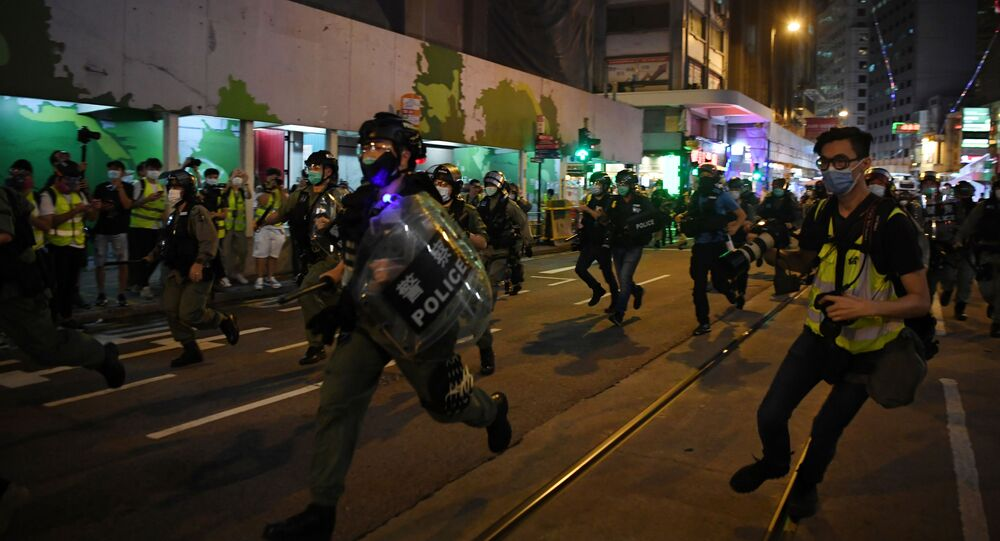 Policía durante las protestas en Hong Kong