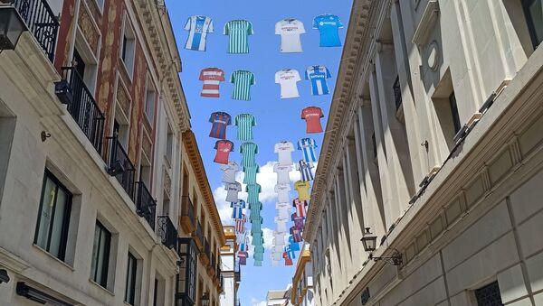 El centro de Sevilla se prepara para la vuelta del fútbol y la normalidad - Sputnik Mundo