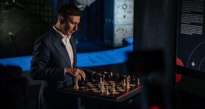 El gran maestro de ajedrez Serguéi Kariakin durante la partida