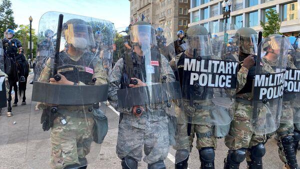 La Policía durante las protestas en EEUU - Sputnik Mundo