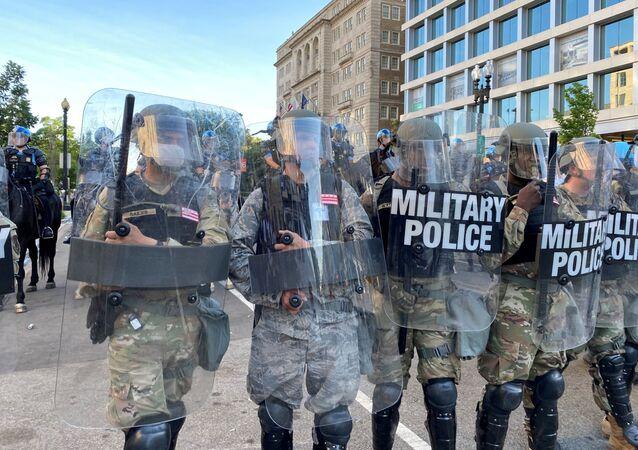 La Policía durante las protestas en EEUU