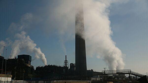 Emisión de gases en termoeléctrica de playa de las Ventanas, comuna de Puchuncaví, región de Valparaiso, Chile.  - Sputnik Mundo