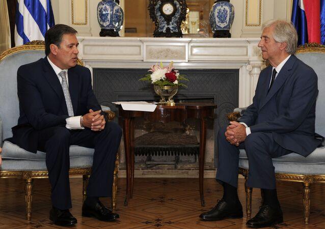 El exembajador de Colombia en Uruguay, Fernando Sanclemente, y el expresidente de Uruguay, Tabaré Vázquez