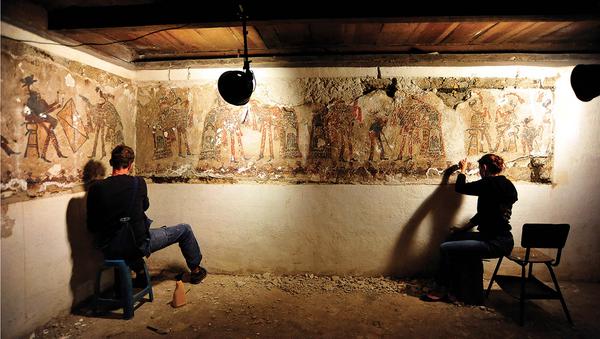El trabajo de conservación de murales encontrados en Chajul - Sputnik Mundo
