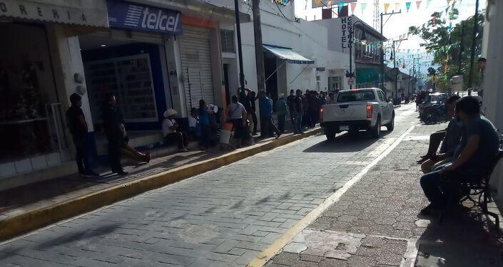 Pago de sembradores del programa Sembrando Vida en la capital municipal de Ocosingo (Chiapas),  el 8 de junio de 2020