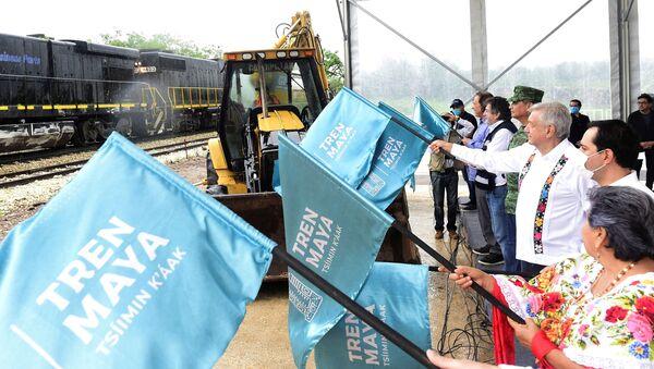 El presidente de México, Andrés Manuel López Obrador, da banderazo a construcciones del Tren Maya - Sputnik Mundo