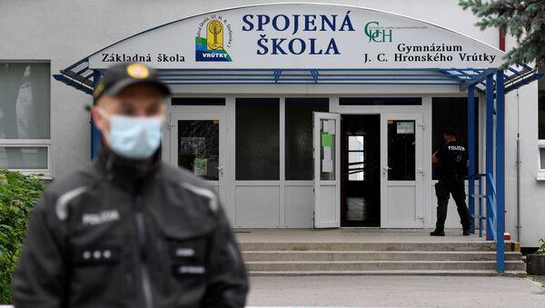 Escuela de primaria en la localidad de Vrútky donde se produjo el ataque - Sputnik Mundo