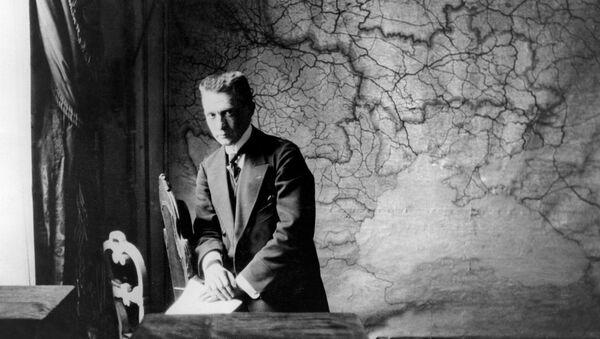Kérenski en su despacho - Sputnik Mundo