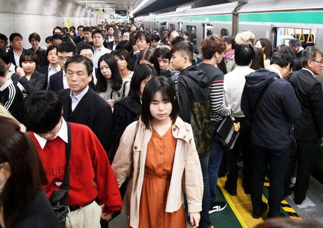 La hora pico en el metro de Tokio, Japón
