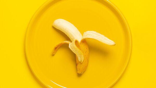 Un plátano, foto referencial - Sputnik Mundo
