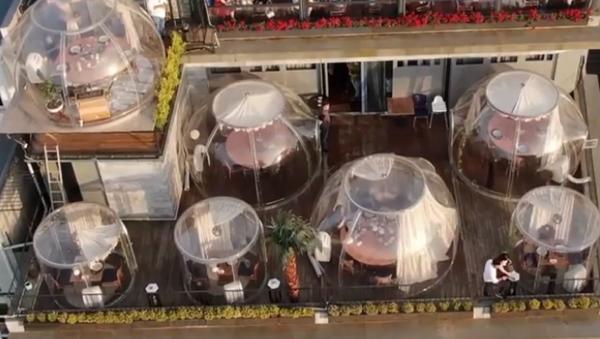 Burbujas contra el COVID-19: así un restaurante turco protege a sus clientes - Sputnik Mundo