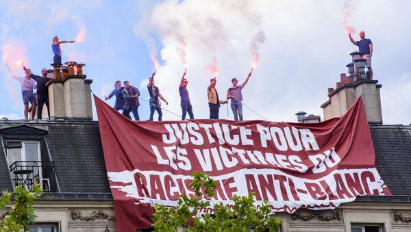 Manifestación en contra de la violencia policial contra los afrodescendientes en Francia - Sputnik Mundo