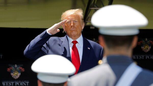 Donald Trump, presidente de EEUU, durante la ceremonia de graduación de la Academia Militar de West Point, el 13 de junio de 2020 - Sputnik Mundo