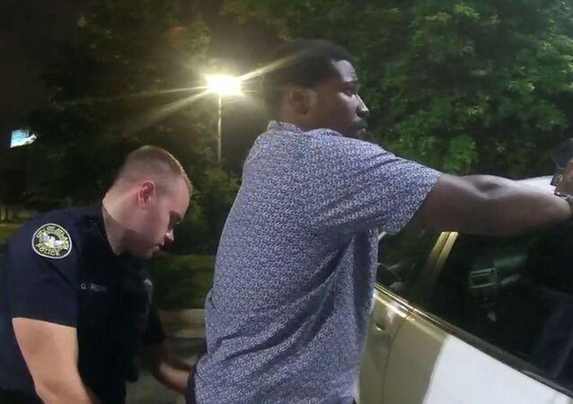 Momento de la detención de Rayshard Brooks en Atlanta, EEUU