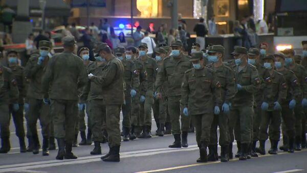 Los militares rusos se preparan para el Desfile de la Victoria en las calles de Moscú - Sputnik Mundo