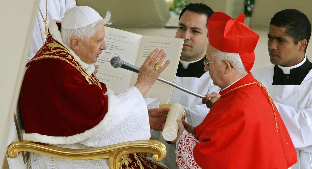 El arzobispo de Valencia, Antonio Cañizares, junto al Papa Benedicto XVI