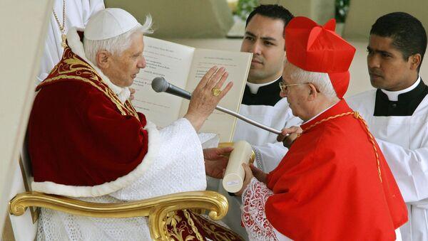 El arzobispo de Valencia, Antonio Cañizares, junto al Papa Benedicto XVI - Sputnik Mundo
