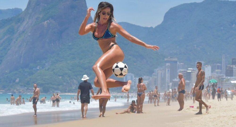 Natalia Guitler, jugadora de futvoley brasileña
