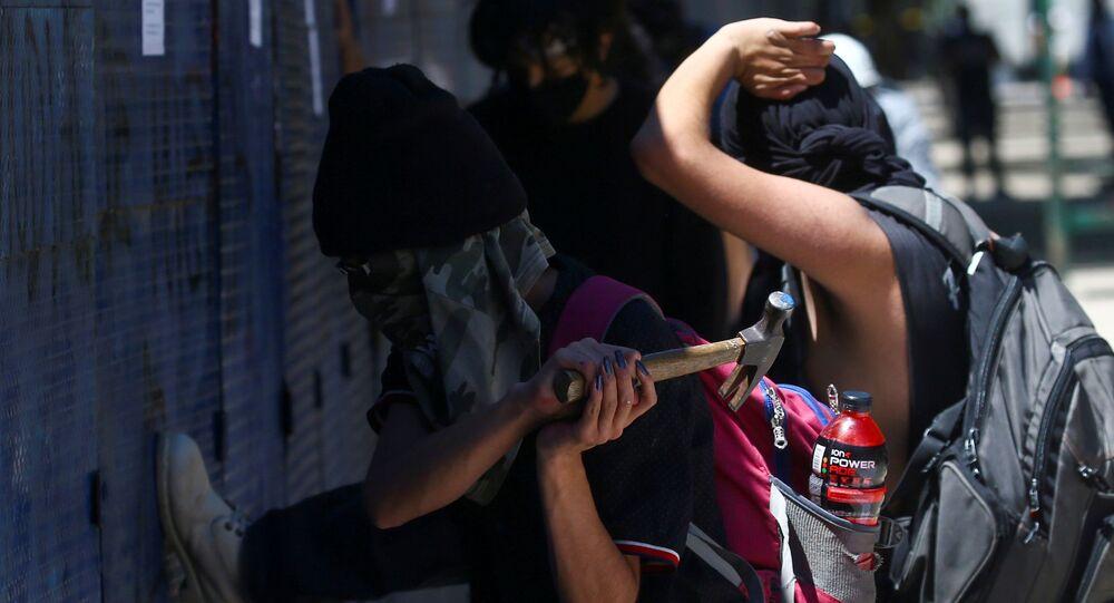 Encapuchados atacan la Embajada de EEUU en Ciudad de México durante la protesta contra la violencia policial