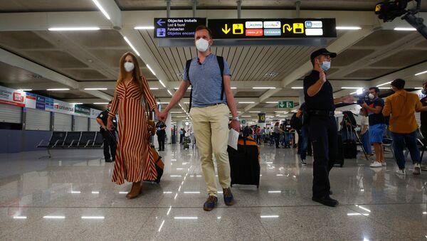 Turistas en el aeropuerto de Palma de Mallorca - Sputnik Mundo