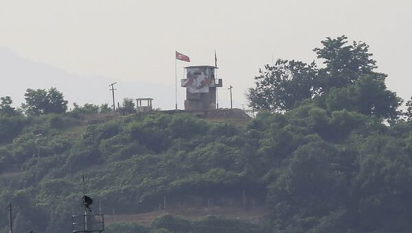 Las banderas de Corea del Norte y Corea del Sur en la ciudad fronteriza - Sputnik Mundo