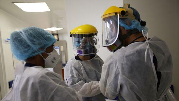 Unos médicos en un hospital de Bogotá, Colombia - Sputnik Mundo