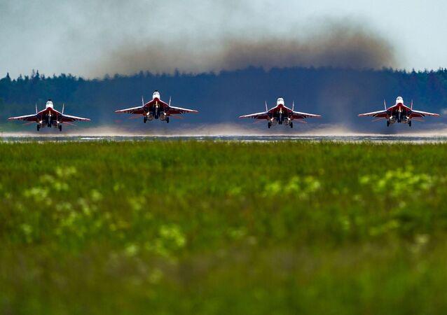 Más de 70 aeronaves surcan el cielo en el ensayo final del Desfile de la Victoria