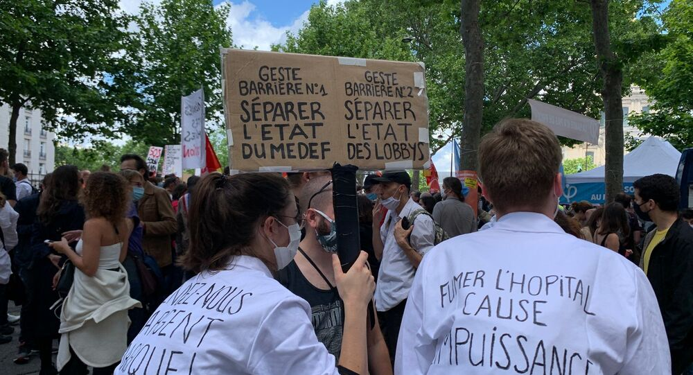 Médicos y enfermeros protestan en París