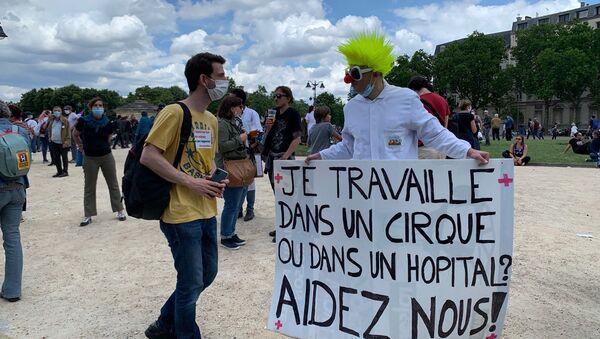 Médicos y enfermeros protestan en París - Sputnik Mundo